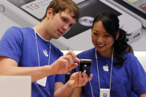 Apple will pay both full- and part-time employees up to $20,000 for procedure and storage costs for female employees to freeze their eggs. (Reuters)