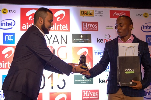 Ahmed Salim presents award to Steven Maina, winner of Best Topical Blog