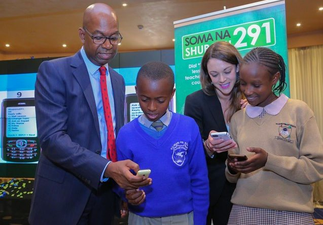 Safaricom CEO, Bob Collymore (left) Eneza Education CEO, Toni Maraviglia (second right) go through the Shupavu291 mobile activation with Casey Kanana (right), a pupil from Milimani Primary School and Jackson Mugwe from Kilimani Primary School. Photo Credit – Safaricom Ltd