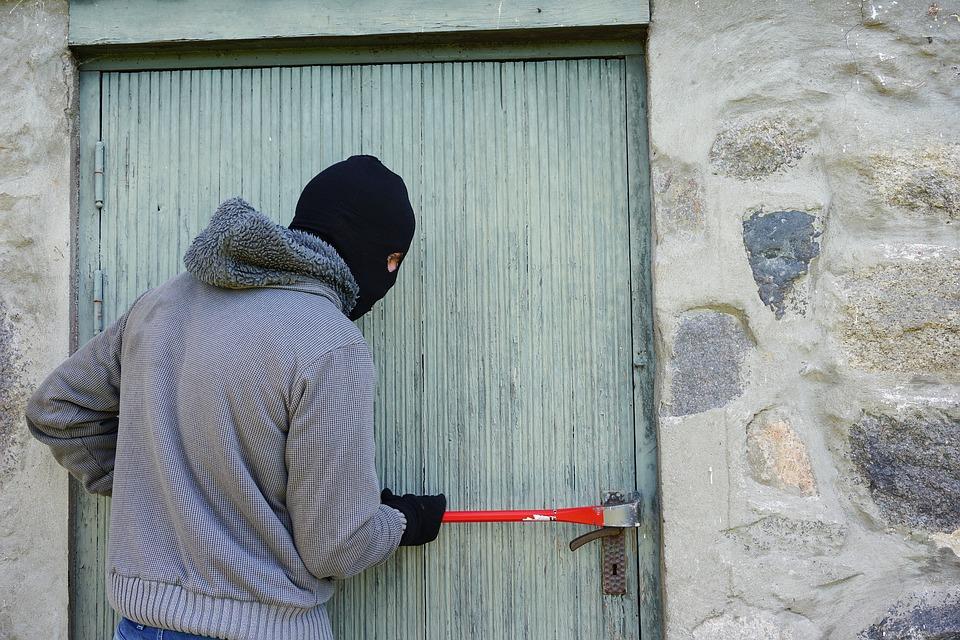 Balaclava Break Into Burglary Crowbar Thief